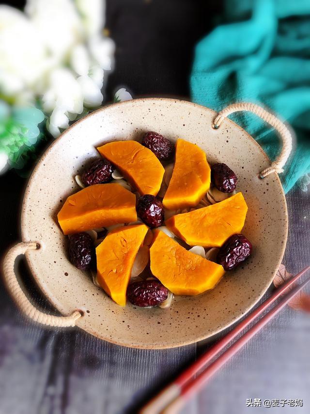 百合干的吃法,百合和南瓜干蒸比炖汤好吃,香甜软糯带点苦,秋天吃它们正当时