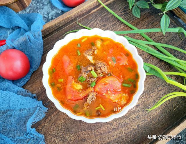 牛骨头汤的做法,2斤牛排骨4个西红柿,简单炖一锅,香气四溢,营养又好喝
