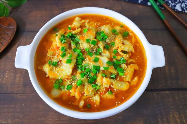 生鱼的吃法,天冷后,我家常吃这鱼,加2个番茄,鲜美低脂,上桌连汤都不剩