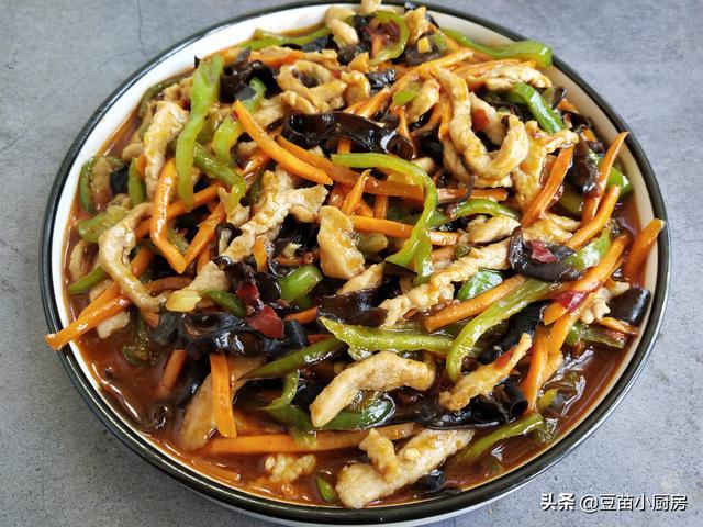 怎么做肉丝,鱼香肉丝怎么做才好吃?肉丝嫩滑,汤汁鲜香,食材下锅顺序有讲究