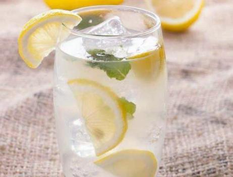 柠檬水怎么做,自制柠檬水,直接用开水泡就错了,教你正确做法,清爽好喝更营养