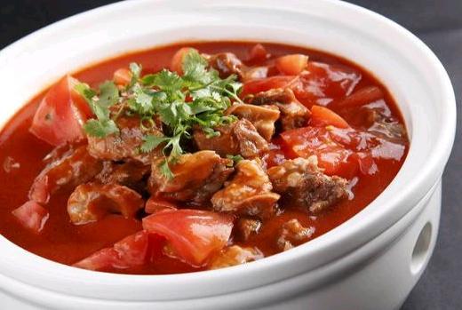 西红柿炖牛肉的做法,小火炖40分钟的番茄炖牛肉 这么做口味更加浓郁