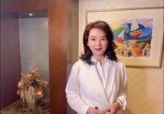孙俪姨奶奶胡慧中首晒视频,笑容灿烂不似63岁,曾与林青霞齐名 全球新闻风头榜 第2张