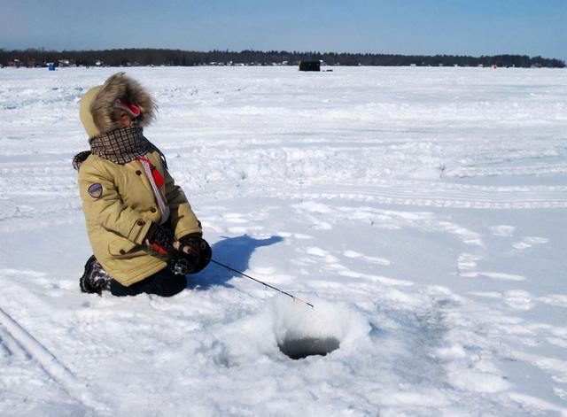 钓鱼钓鱼技巧,冬天钓鱼要有渔获,就指望这几个技巧了