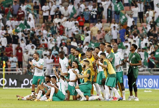 看扁国足!沙特媒体称国足是小组最弱队,赢下中国队将一骑绝尘 全球新闻风头榜 第1张