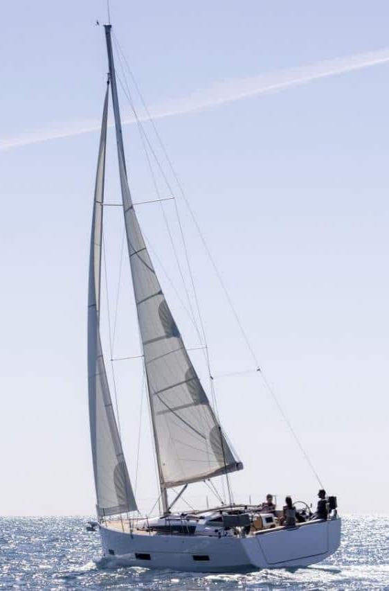 帆船图片,「单体帆船」和「双体帆船」哪个更好?