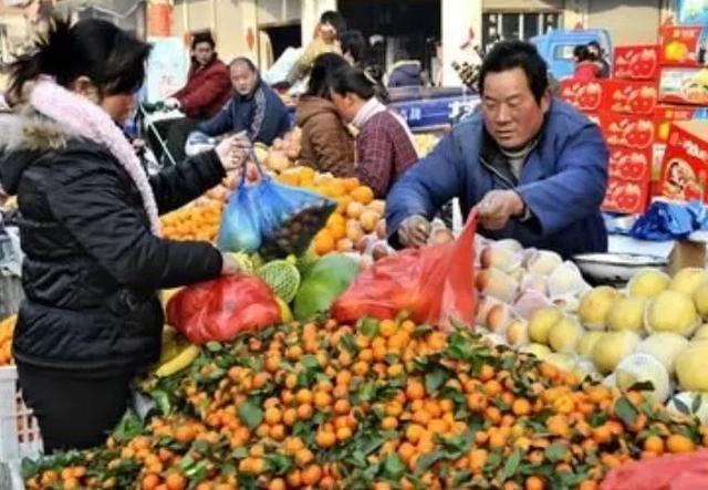 生意怎么做,天下没有难做的生意,只有不会做生意的人,看看水果店是怎么做的