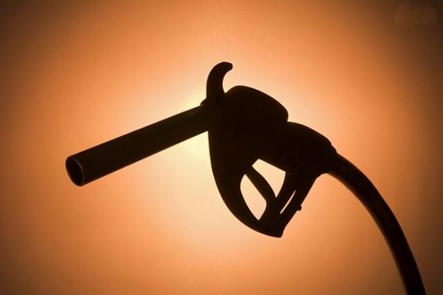 """最新油价调整最新消息,油价调整:跌幅""""6连涨"""",离下调只差3元,别急加油"""