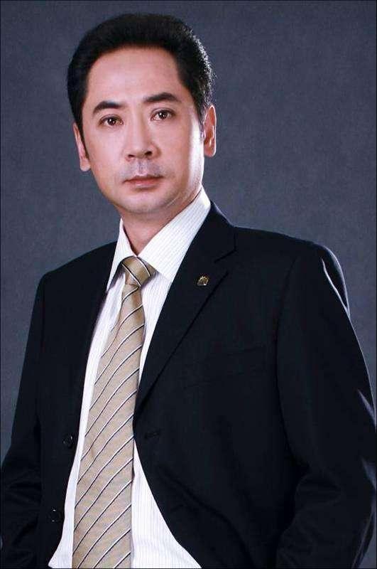 名人的例子,著名特型演员刘劲:帮绝症父亲趟过生命之河