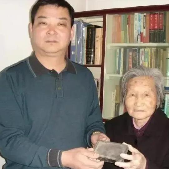 杳无消息,他是杨靖宇,一位临死前腹中满是棉絮和树皮的英雄