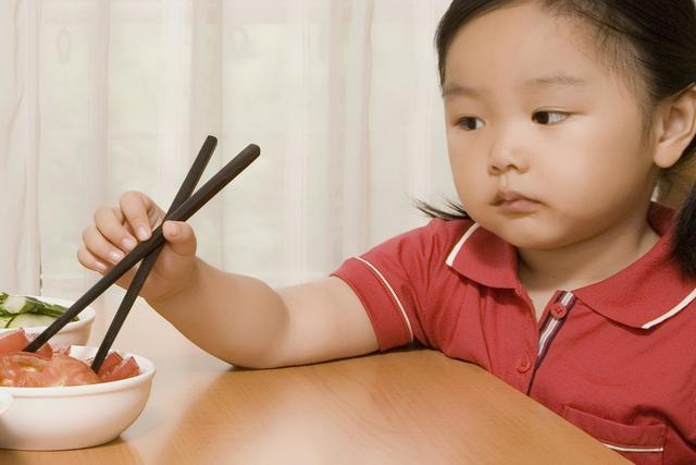 婴儿缺锌,每2个孩子就有1个缺锌?宝宝缺锌引起智力低下,吃什么补锌好?