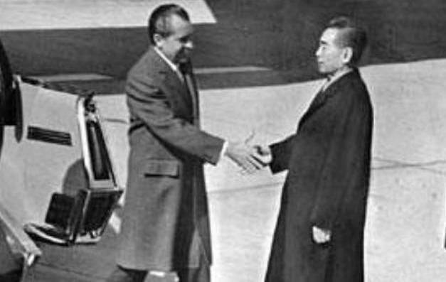 周恩来的诗,周总理会见尼克松,两次巧用毛主席的诗词,尼克松心悦诚服
