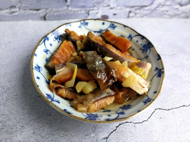 鱼干的吃法,把鱼干清蒸了:做法简单,但味道是真香
