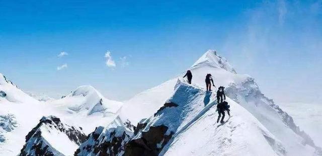 珠穆朗玛峰第一个登顶的人是谁(遇难者照片出现能还原事实吗)