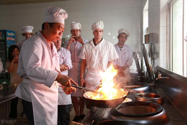 """吃的怎么做,搞懂这6个烹饪技巧,小白也能变""""大厨"""",简单实用,收藏了"""