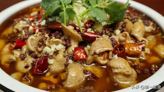 肠怎么做,水煮肥肠这做法,简单用时短,麻辣鲜香无异味,就适合在家吃