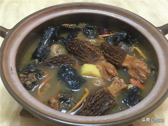 羊肚菌的吃法,羊肚菌和乌鸡是经典搭配,冬日来碗汤,营养又美味,暖心还暖胃