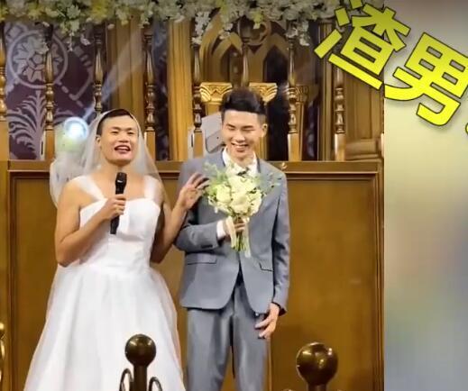 姐姐婚礼弟弟拉横幅庆祝,镜头拉进一看笑疯了网游 全球新闻风头榜 第5张