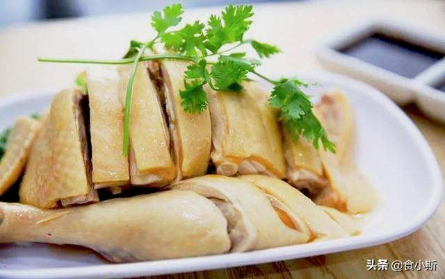 白斩鸡的做法,白斩鸡的正确做法,在家就能做,鲜嫩又下饭,比黄焖鸡还好吃