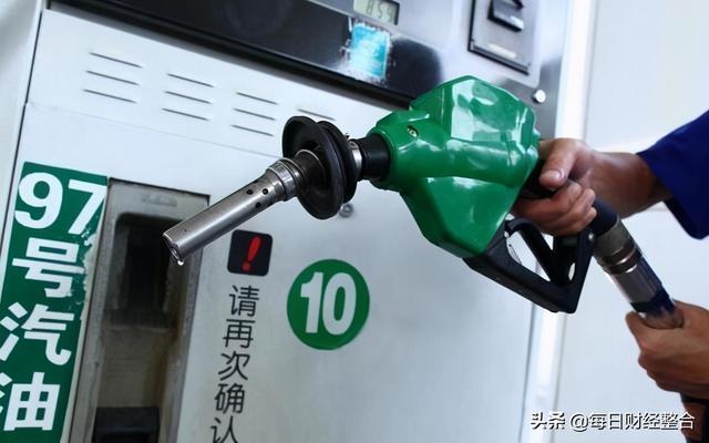 """为何中国汽油价格调整有可能""""两突降?"""