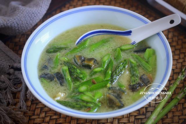 芦笋的吃法,芦笋换个吃法,好吃易做,解馋不长膘,比炒虾仁和腊肉都好吃