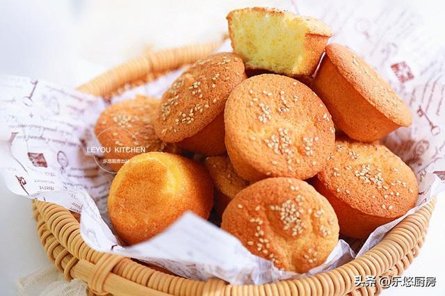鸡蛋糕的家常做法,从小喜欢吃的蛋糕,家里有鸡蛋、面粉、糖、油就能做,比买的还香
