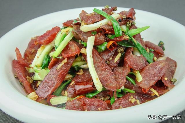 香肠的吃法,腊肠不要直接上锅炒,多做一步,腊肠香味十足不油腻,简单又下饭