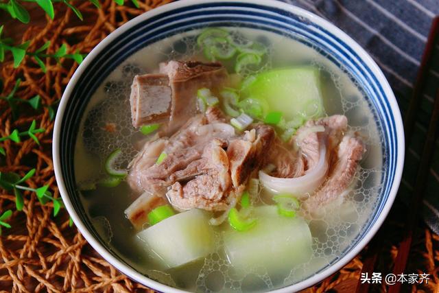 炖羊排的做法,寒冬时,我家这样煲羊排汤,好喝鲜美,滋补不上火,简单易学