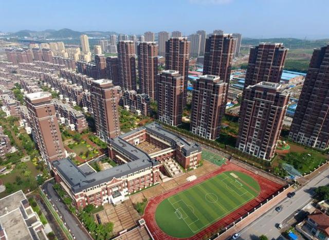 楼市传来大消息,2021年楼市传来2大消息,租房价格要涨?房贷利率要变?