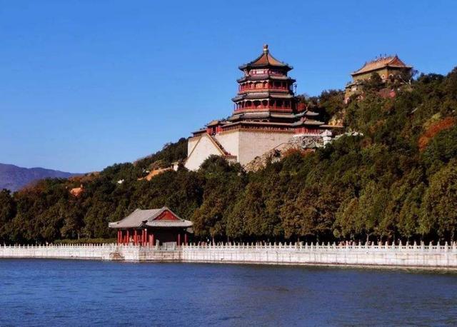颐和园简介,中国规模最大的皇家园林,面积达4300多亩,拥有古建筑3000余间