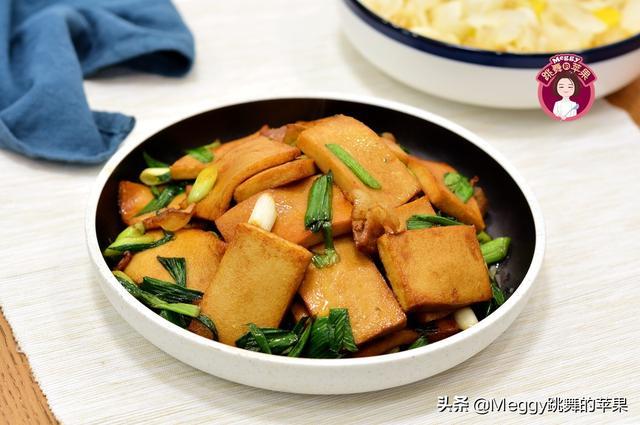 千叶豆腐的做法,省钱了!千页豆腐这么做,香嫩美味,开胃下饭,学会再不点外卖了