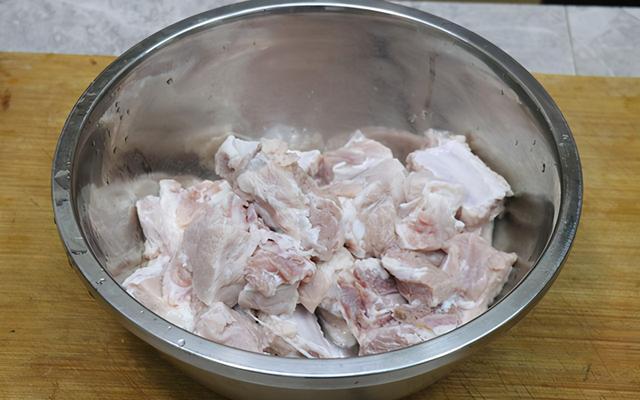 冬瓜排骨汤怎么做,晚餐不懂吃啥,来碗冬瓜排骨汤,软烂脱骨,汤鲜味美,营养又好喝