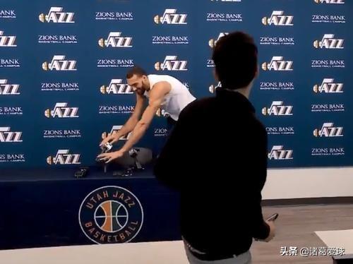 戈贝尔罚球后,伊巴卡亲吻了篮球,阿奴诺比的肠子悔青