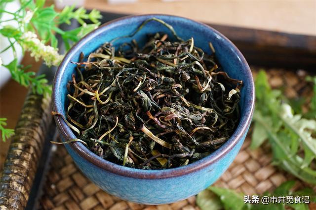 新鲜蒲公英的吃法大全,每年秋天,我家都用蒲公英降火,简单3步做成茶叶,有茶香还不苦