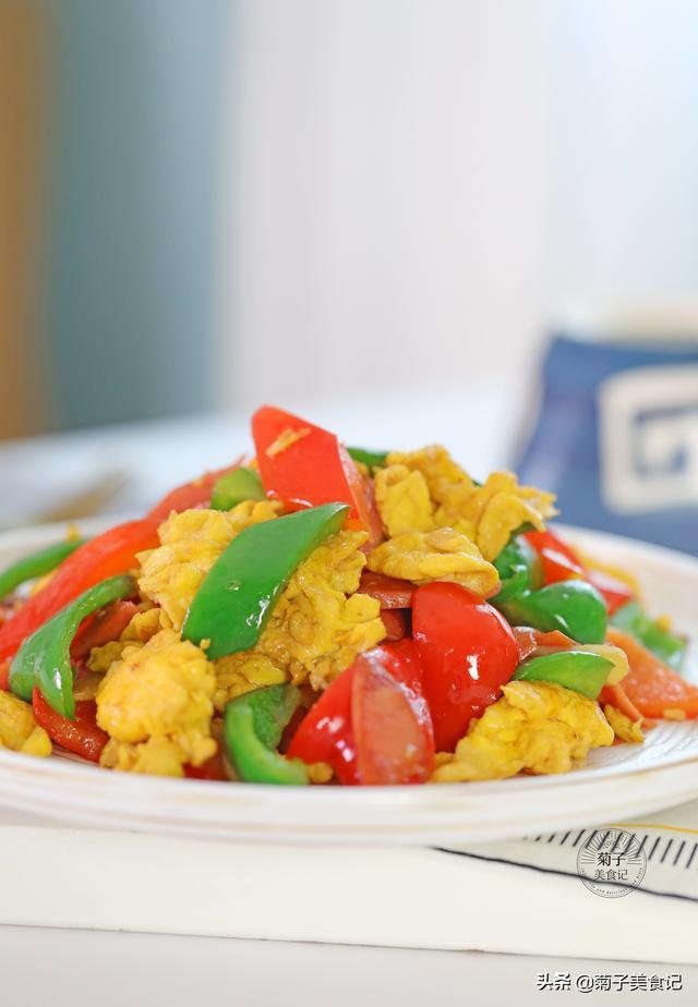火腿的吃法,简单易学的火腿肠炒蛋,加点甜椒,竟成了米饭杀手,上桌就光盘