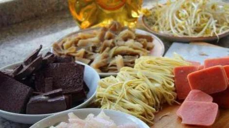 毛血旺的做法,大厨教你做毛血旺,保你做出的和饭店的一样,麻辣鲜香诱人可餐。