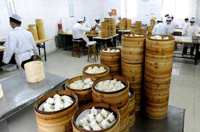 蒸饺的做法,蒸饺做法有诀窍,掌握2个窍门,蒸饺又香又软,真好吃