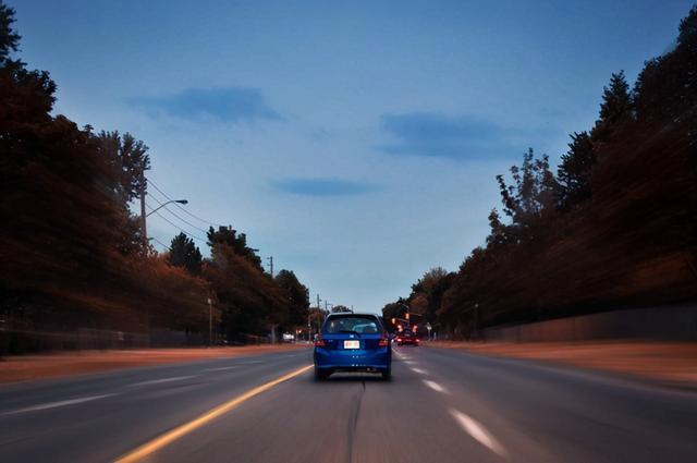 车技巧,路上行车危险多,学会这四个技巧,避免酿成大祸