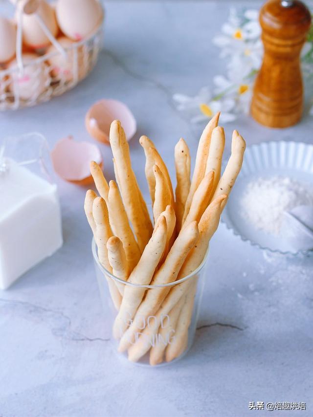 手把手教你做根根酥脆的意式胡辣面包棒,低糖无蛋的休闲零食