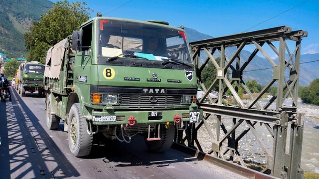 印媒:经过全力铲雪,通往中印边境的军民两用公路提前40天开通 全球新闻风头榜 第3张