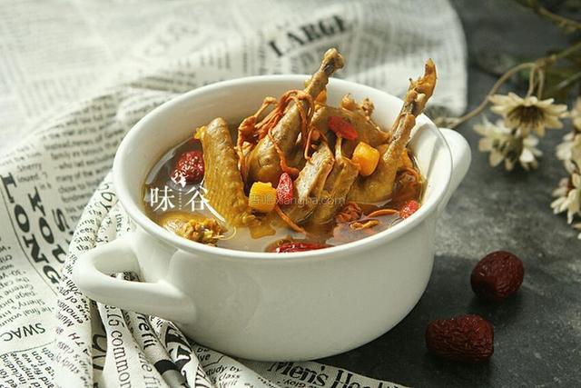 鸽子汤怎么做,一鸽胜九鸡,天冷多喝鸽子汤,这样炖汤鲜味美无腥味还滋补