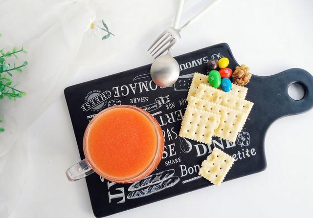"""胡萝卜汁怎么做,一杯护肝果汁,营养口感""""双在线"""",再也不怕喝酒,不怕熬夜了"""