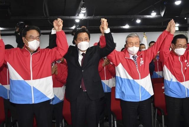 """保守派赢得首尔和釜山市长 明年韩国""""亲中""""路线恐将改变 全球新闻风头榜 第1张"""