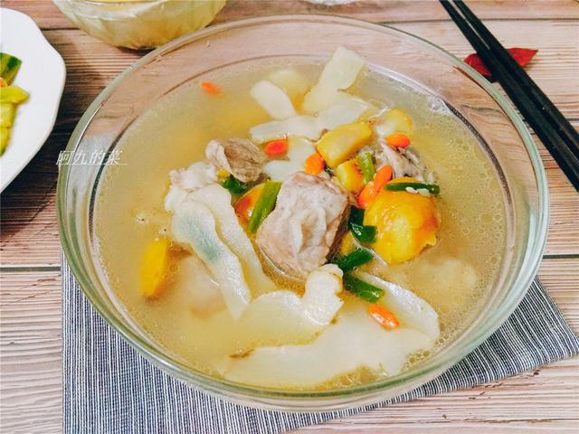 炖排骨的做法,炖排骨汤好喝有诀窍,教你一道炖排骨汤的做法,家常简单又营养