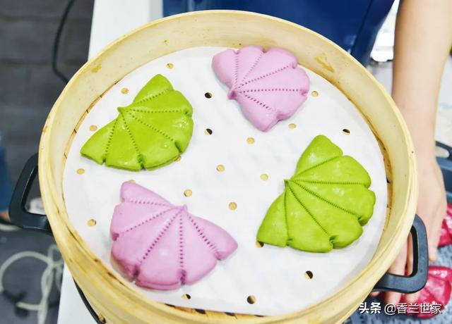 荷叶饼的吃法,「香兰教程」普通馒头吃腻了,来个荷叶饼吧,荤素搭配,早餐最爱