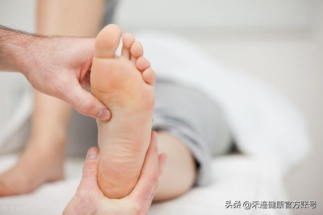 脚上起小水泡很痒是怎么回事,脚痒、水疱≠脚气,3 招教你搞定,尤其注意这些细节
