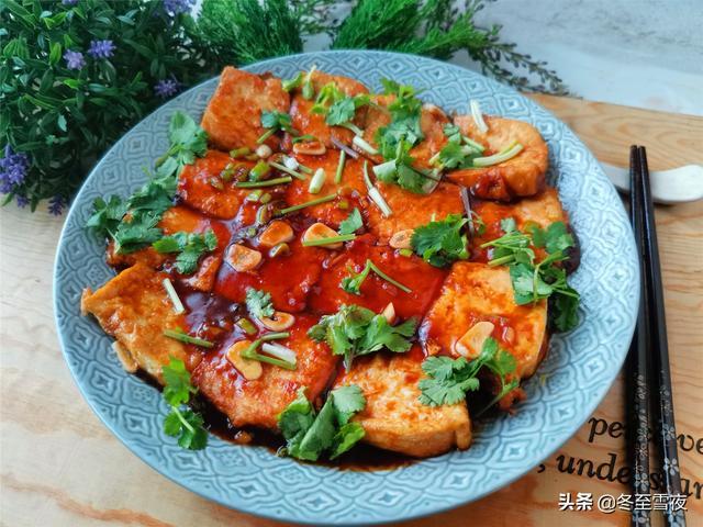 豆腐的做法豆腐的做法,家常豆腐的做法,教你小窍门,豆腐金黄不碎还入味,没有肉也好吃