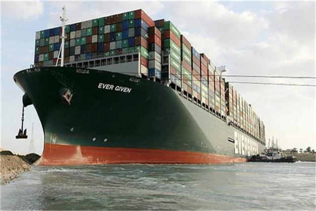 苏伊士运河原是全世界更为关键的水上交通出行破碎海滩,联接着亚