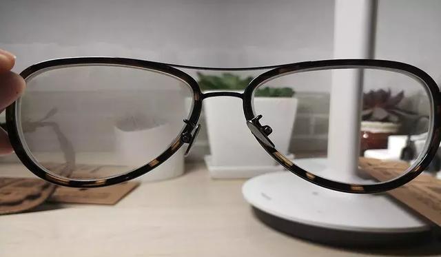 戴口罩眼镜不起雾技巧,Fox News:戴口罩时如何避免眼镜起雾?只需一个步骤即可搞定