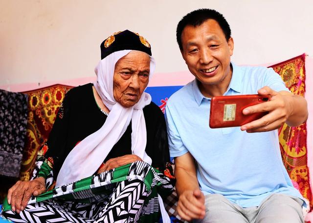 老人过生日祝福语,大写的自豪!中国第一寿星:今天,我135岁啦